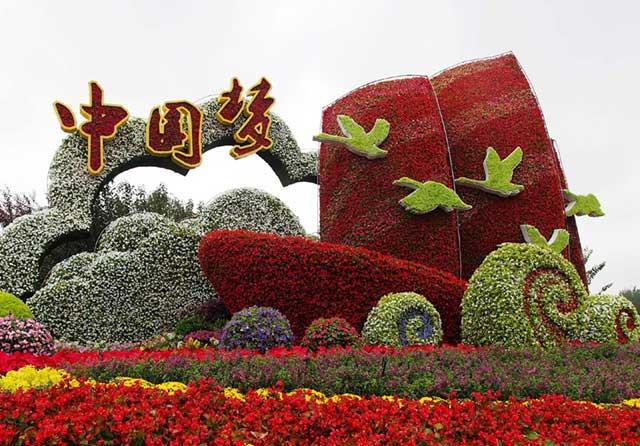 北京长安街迎国庆立体花坛亮相