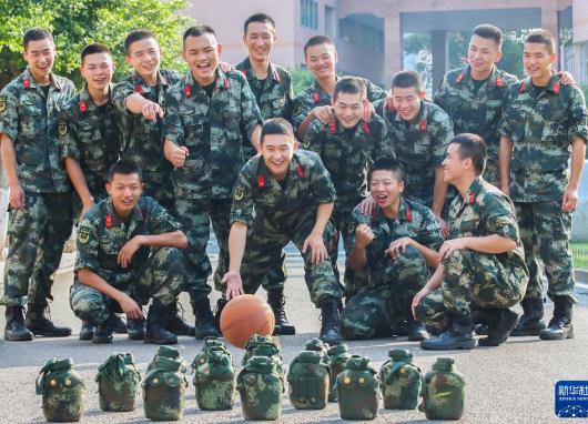武警官兵采取多种形式欢度国庆假期